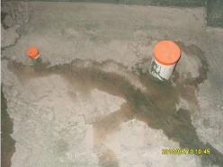 专用下水保护盖(黄色), 避免施工中异物堵塞下水管道。